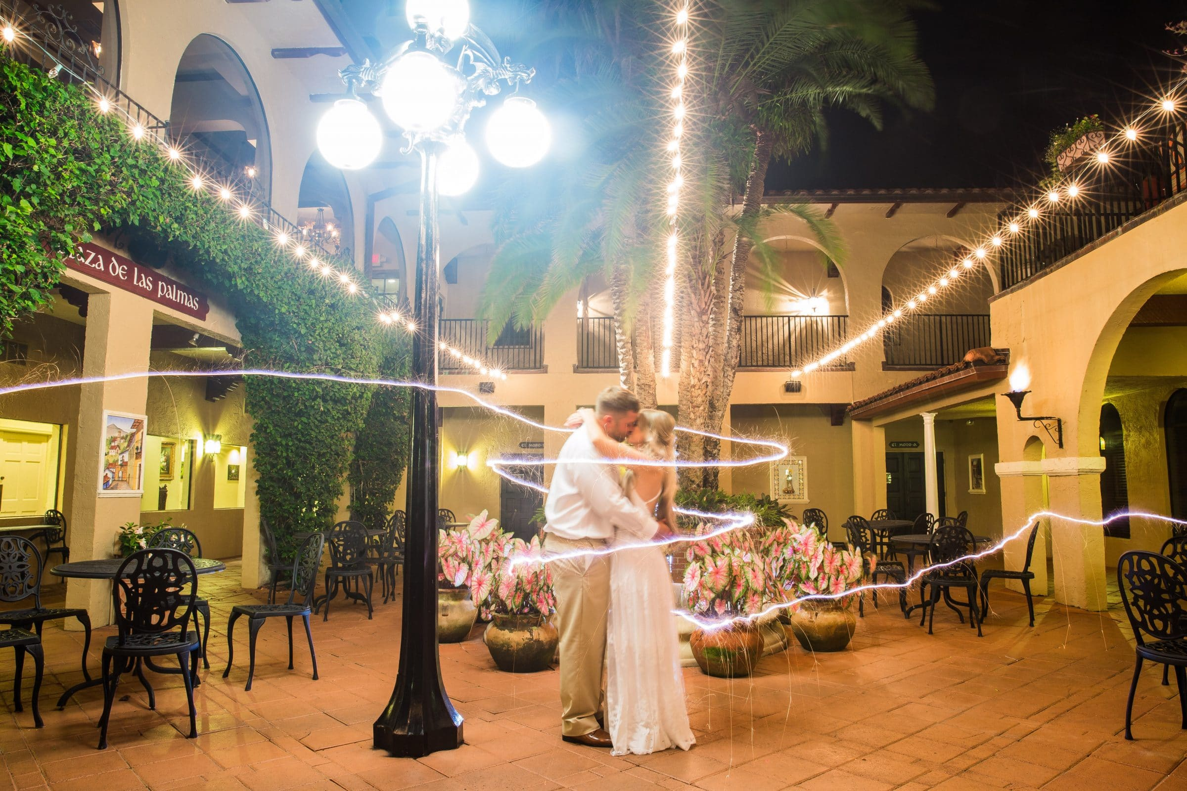 Bride and groom in Plaza de las Palmas with ribbon of light surrounding them